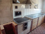 307 Kachlový sporák v kuchyňské lince