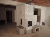 313 b Světlá pokojová kachlová kamna s teplovodním výměníkem